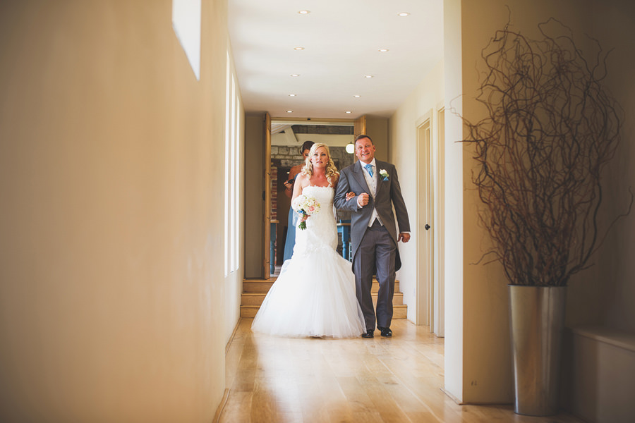 bride-and-dad-walking