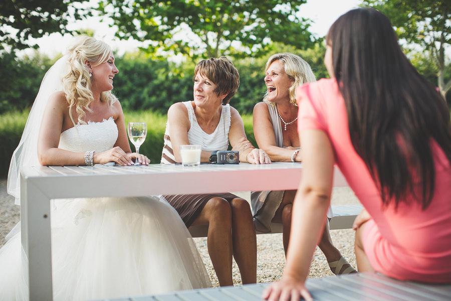 brides-family-chatting