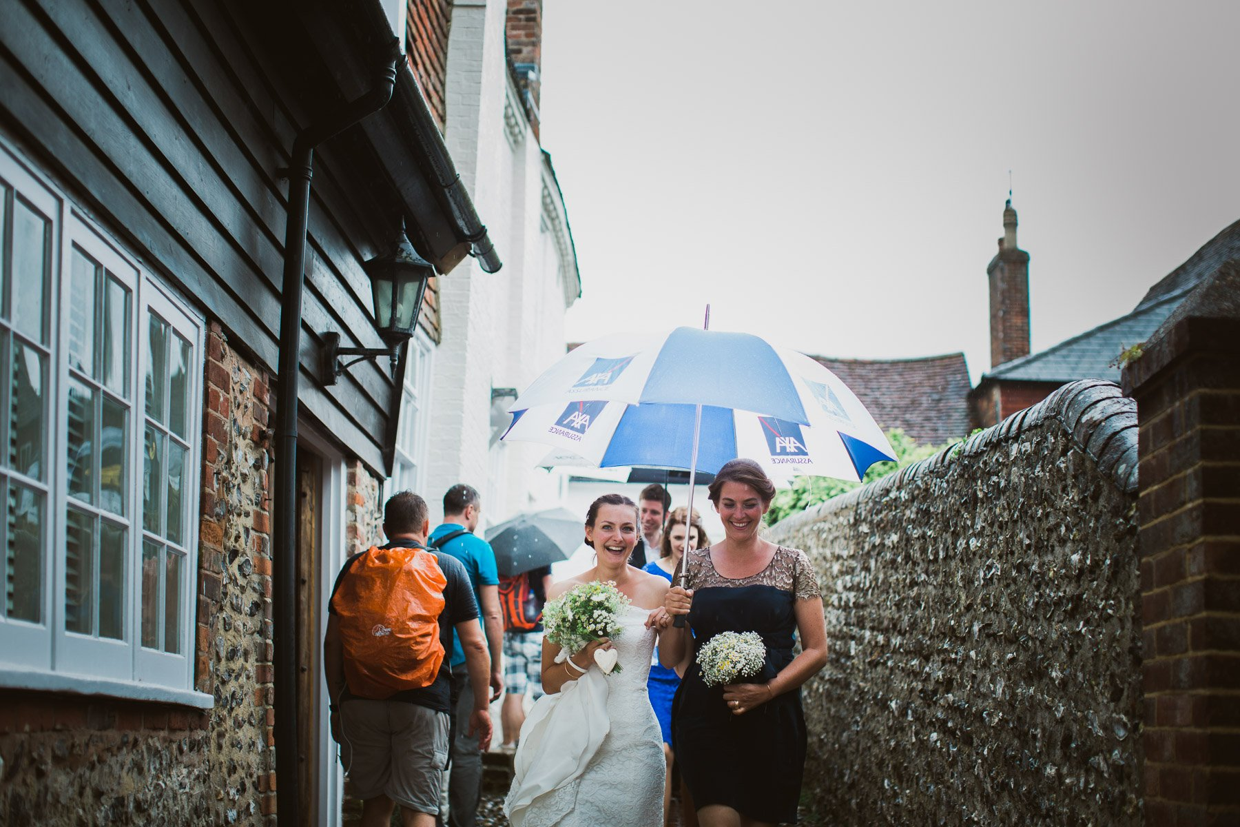 bride-bridesmaid-umbrella